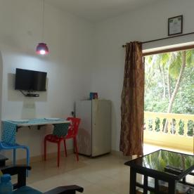 Laze- living room with balcony