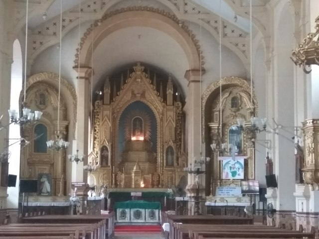 Gilded interiors of Mae De Dues Church, Saligaon