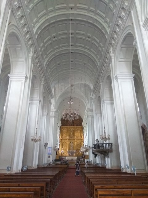 The large hall of Se Cathedral